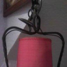 Antigüedades: ANTIGUA LAMPARA COM FORJA Y PANTALLA EN TELA ROJA. Lote 105194114
