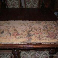 antiguo tapiz bordado