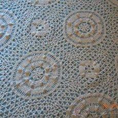 Antigüedades: COLCHA DE GANCHILLO ANTIGUA 2,20X2,05 M.. Lote 28735630