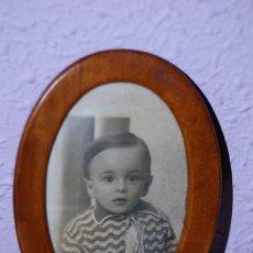 Antigüedades: PEQUEÑO MARCO OVALADO DE MADERA - PORTAFOTOS - ALREDEDOR DE 1900. Lote 28765133