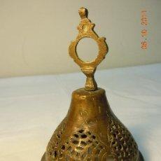 Antigüedades: CAMPANA APAGAVELAS ANTIGUA DE BRONCE CALADO. Lote 28777092