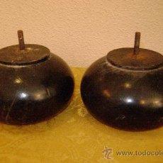 Antigüedades: PAREJA DE PATAS DE COMODA. Lote 28788345