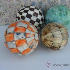 Antigüedades: 4 BOLAS GRANDES EN HUESO Y COLORES. Lote 295835178
