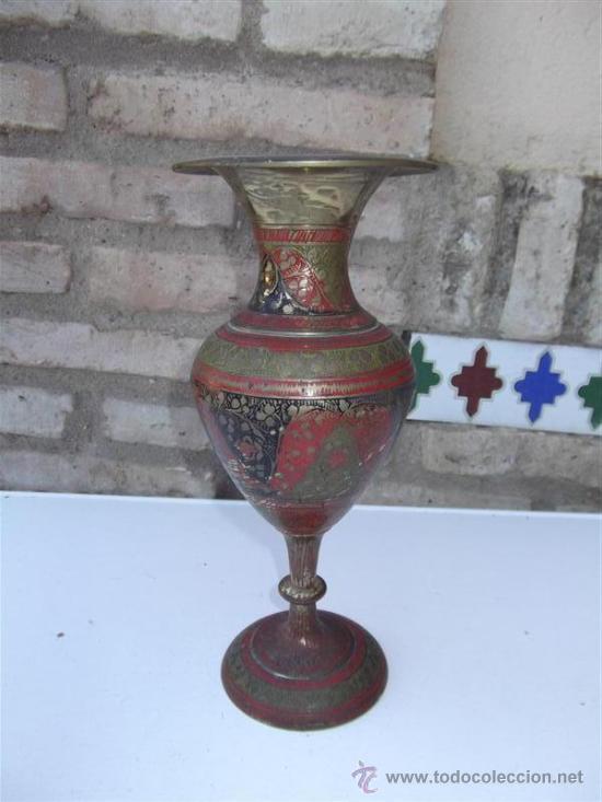 JARRON DE METAL INDIO (Antigüedades - Hogar y Decoración - Jarrones Antiguos)