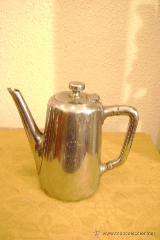 CAFETERA EN ALPACA PLATEADA (Antigüedades - Platería - Bañado en Plata Antiguo)