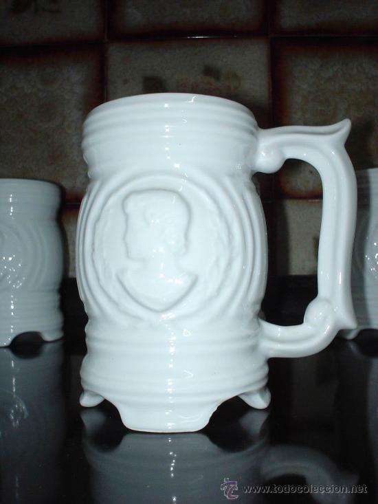 Antigüedades: 6 Jarras de cerveza de cerámica. Juego de 6 jarras de cervezas decoradas con motivos romanos y/o gri - Foto 2 - 28941270