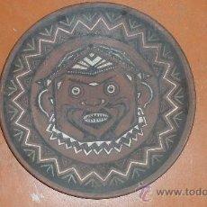 Antigüedades: PRECIOSO PLATO DE TERRACOTA DE 1930S, ART DECÓ. PINTADO A MANO.. Lote 28969543