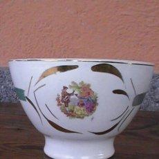Antigüedades: PRECIOSA Y ANTIGUA TAZA LA CARTUJA , CON ESCENAS ROMANTICAS.. Lote 29013350