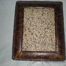 Antigüedades: MARCO ANTIGUO DE PIEL. Lote 29033331