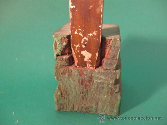 Antigüedades: ANTIGUO Y PRECIOSO CRUCIFIJO DE SOBREMESA DEL SG.XVIII. MADERA Y METAL POSIBLE PLATA, RELIEVES. - Foto 5 - 29070965