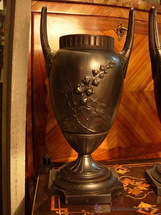Antigüedades: DECORATIVA PAREJA DE COPAS DE BRONCE SOBRE BASE DE MARMOL NEGRO DEL XIX - Foto 2 - 29141501