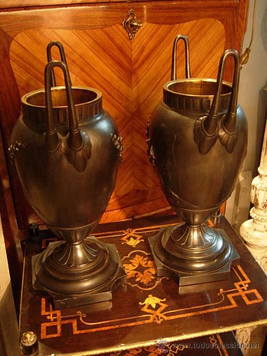 Antigüedades: DECORATIVA PAREJA DE COPAS DE BRONCE SOBRE BASE DE MARMOL NEGRO DEL XIX - Foto 6 - 29141501