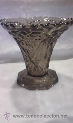Antigüedades: jarrón de cristal bohemia tallado color humo fabricado en bélgica.En la base tiene inscripción. - Foto 2 - 29171149