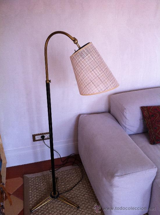 LAMPARA DE PIE AÑOS 50´S LATÓN DORADO Y NEGRO (Antigüedades - Iluminación - Lámparas Antiguas)