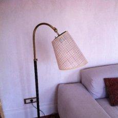 Antigüedades: LAMPARA DE PIE AÑOS 50´S LATÓN DORADO Y NEGRO. Lote 25187831