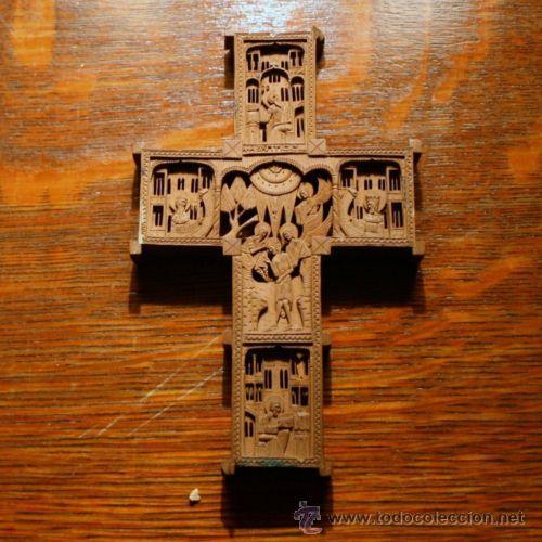 MAGNIFICA CRUZ TALLADA A MANO SOBRE MADERA POR AMBAS CARAS 11 X 6,50 CM (Antigüedades - Religiosas - Cruces Antiguas)