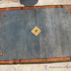 Antigüedades: ALFOMBRA EN TONO AZUL MEDIDAS 2,34CM X 1,70. ADJUNTAMOS FOTOGRAFÍAS CON LOS DETALLES.. Lote 29257431