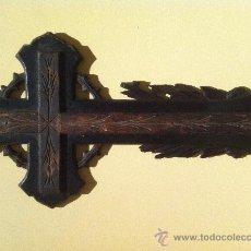 Antigüedades: ANTIGUA CRUZ TALLADA A MANO DEL SIGLO - XIX. Lote 29260122