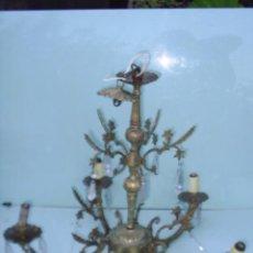 Antigüedades: LAMPARA ANTIGUA DE BRONCE,METAL CON LAGRIMAS DE CRISTAL - 44 CM DE ALTA X 50 CM DE DIAMETRO. Lote 29290939