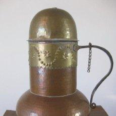 Antigüedades: JARRA DE COBRE, METAL Y HIERRO FORJADO CON TAPADERA SEGURAMENTE PRINCIPIOS DEL SIGLO XX. Lote 29264528