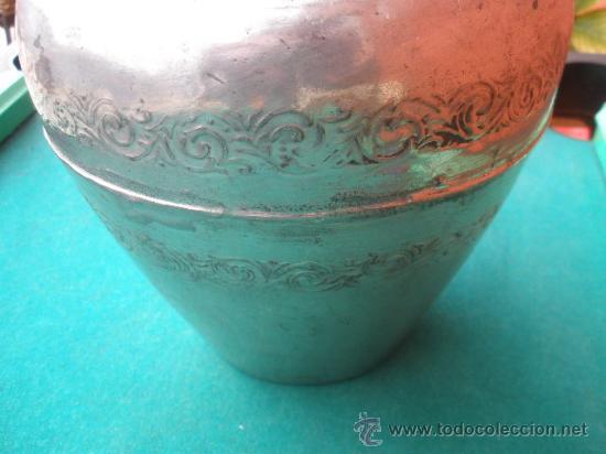 Antigüedades: ANTIGUO FLORERO METÁLICO. ESTAÑO? - Foto 4 - 29302496