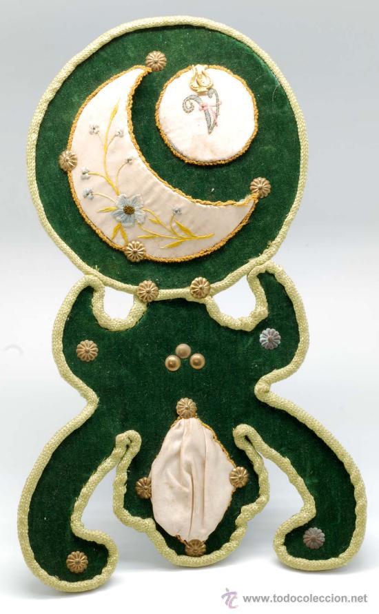 Relojera en terciopelo verde y seda bordada con tachuelas de laton finales S XIX segunda mano