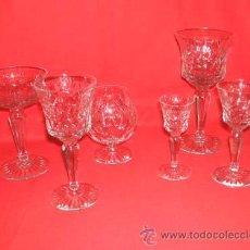 Cristaleria años 50 compuesta por 78 piezas bellamente talladas.