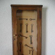 Antigüedades: VITRINA EN MADERA DE ROBLE ANTIGUA . Lote 29340497