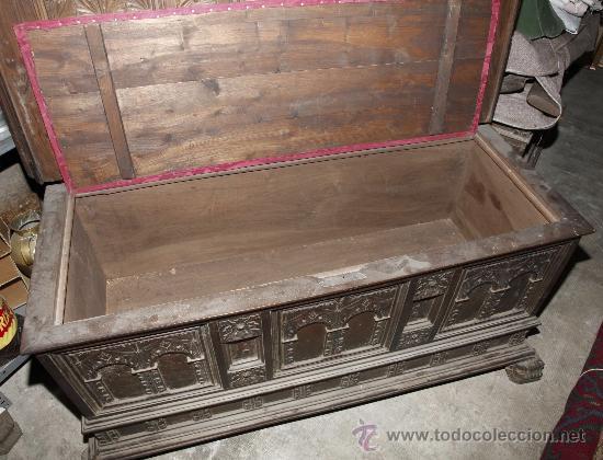 Antigüedades: Magnífica arca catalana en nogal s.XVIII. Con interior tapa tallada, . - Foto 8 - 29331685