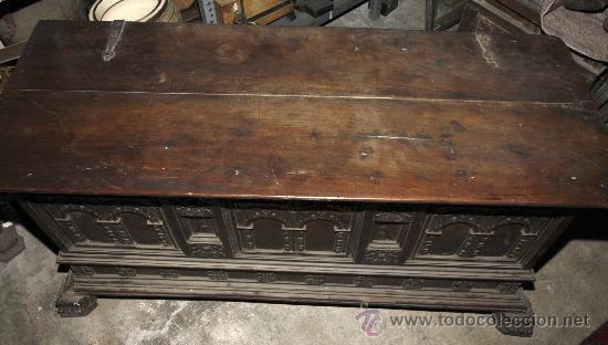 Antigüedades: Magnífica arca catalana en nogal s.XVIII. Con interior tapa tallada, . - Foto 4 - 29331685