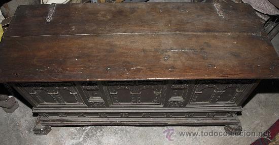 Antigüedades: Magnífica arca catalana en nogal s.XVIII. Con interior tapa tallada, . - Foto 3 - 29331685