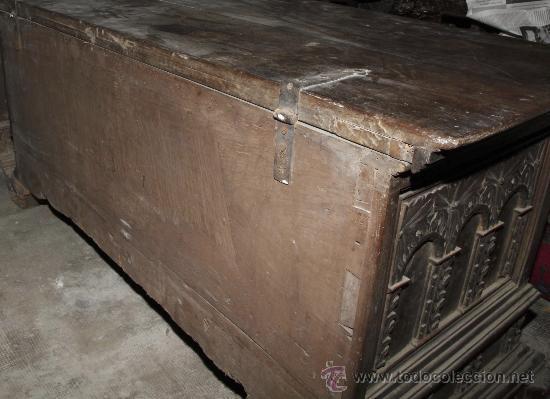 Antigüedades: Magnífica arca catalana en nogal s.XVIII. Con interior tapa tallada, . - Foto 2 - 29331685