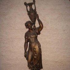 Antiquitäten - Figura de mujer romana cargando una amfora a la espalda, muy bonita de calamina fundición antigua. - 29350648