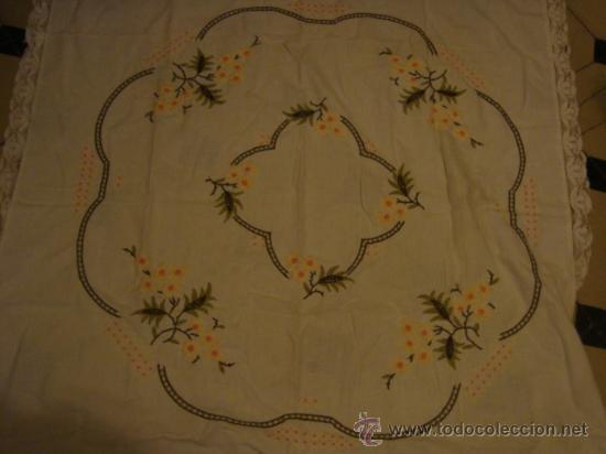 Antigüedades: precioso mantel bordado a mano con fina puntilla, 102 de largo mas la puntilla - Foto 6 - 29367474