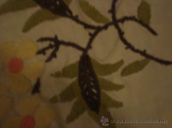 Antigüedades: precioso mantel bordado a mano con fina puntilla, 102 de largo mas la puntilla - Foto 4 - 29367474