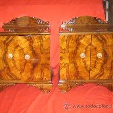 Antigüedades: MESILLA MODERNISTA EN RAIZ DE NOGAL CON PRECIOSOS TIRADORES EN BRONCE.. Lote 29392598