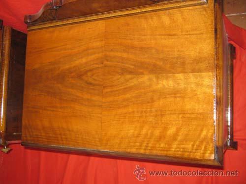 Antigüedades: Mesilla modernista en raiz de nogal con preciosos tiradores en bronce. - Foto 4 - 29392598