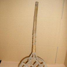 Antigüedades: ANTIGUO SACUDIDOR DE MINBRE DE MANTAS , COLCHONES Y ALFOMBRAS . Lote 29394391