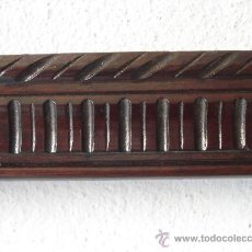 Antigüedades: MARCO DE NOGAL - MOLDURA TALLADA S. XIX. - 84 X 54'5 CM.. Lote 29450926