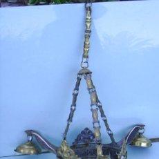 Antigüedades: LAMPARA MUY ANTIGUA DE METAL - 50 CM DE ALTA X 22 CM DE DIAMETRO ARO CENTRAL X 53 CM DIAMETRO TOTAL. Lote 29457914