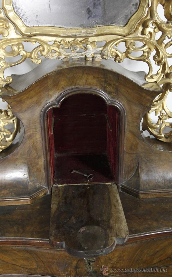 Antigüedades: Importante pequeña cómoda catalana de pubilla con espejo, siglo XVIII. En raiz de nogal, ver. - Foto 7 - 29447319