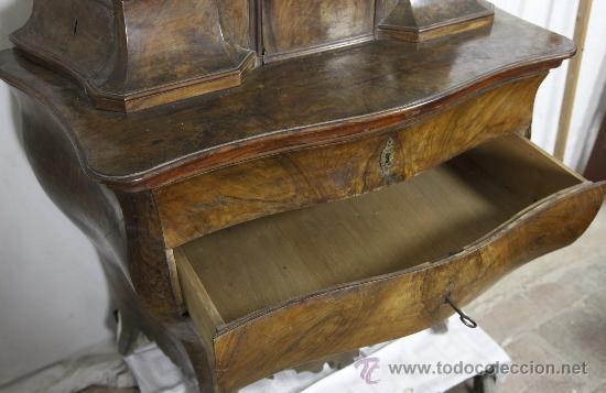 Antigüedades: Importante pequeña cómoda catalana de pubilla con espejo, siglo XVIII. En raiz de nogal, ver. - Foto 4 - 29447319