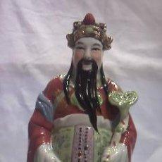 Antigüedades: FIGURA DE UN EMPERADOR CHINO PINTADO A MANO EN PORCELANA FINA,SIN MARCA EN BASE.. Lote 29483940