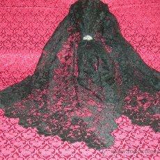 Antigüedades: PRECIOSA MANTILLA DE ENCAJES CON BLONDA MIDE 78 X 200 CMS. Lote 29519781