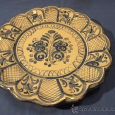Antigüedades: PLATO TALAVERA FIRMADO MAVE, 28 CM. Lote 29536083