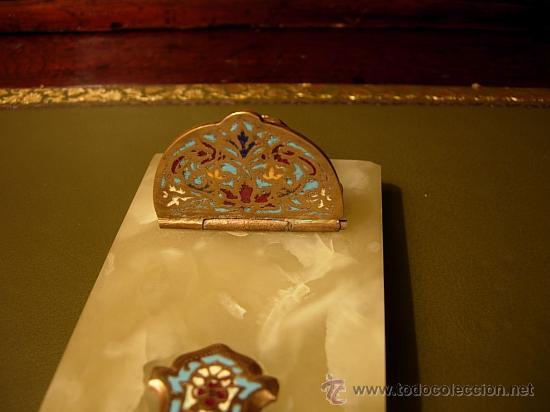 Antigüedades: BENDITERA DE MARMOL ONICE VERDE DE BRONCE CON ESMALTE - Foto 2 - 29579023