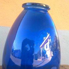 Antigüedades: PRECIOSO JARRON DE CRISTAL EN COLOR AZUL. Lote 116049575