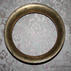 Antigüedades: ANTIGUO SALVAMANTELES EN BRONCE DEL SIGLO XIX. Lote 29652437