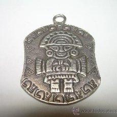 Antigüedades: ANTIGUO COLGANTE DE PLATA...CON SIMBOLO PRECOLOMBINO.. Lote 29657858