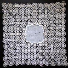 Antigüedades: EXTRAORDINARIO PAÑUELO DE ENCAJE FINISIMO ARTESANAL - S. XIX. Lote 62950594